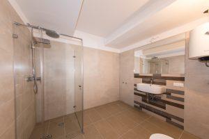 nuotraukos-nekilnojamo-turto-pardavimam-interjero-fotografija-klaipedoje-vonios-kambarys-naujai-pastatytame-name