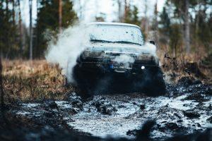 automobiliu-sporto-fotografas-fotografuojame-ivairiausius-renginius-visureigis-pelkeje-ruksta-dumas