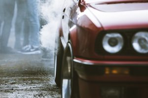 spoto-fotografas-renginiu-fotografavimas-visoje-lietuvoje-lenktyniu-fotografavimas-sporto-renginiu-fotografai-raudonas-bmw-markes-automobilis