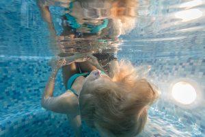 temines-fotosesijos-fotografuoja-reklamai-nuotrauka-po-vandeniu