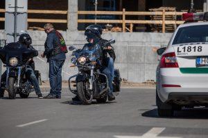 f360-lt-fotografuoja-sventes-renginiu-fotografavimo-paslauga-policijos-masina-ir-motociklas
