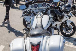 f360-lt-renginiu-fotografavimas-baltas-motociklas-akimirka-is-bike-sezono-atidarymo-klaipeda